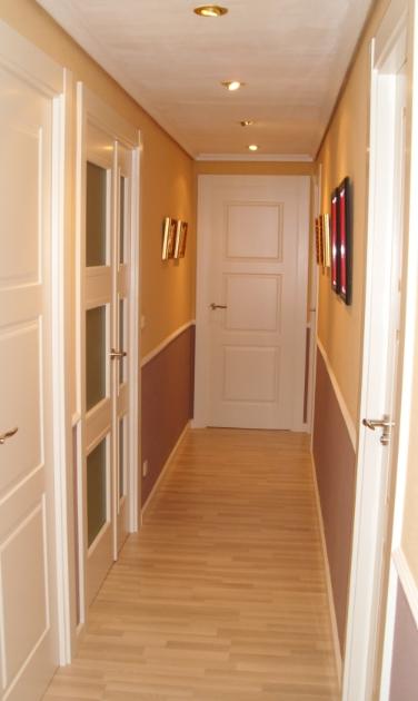 Reforma puertas armarios y suelos dise o herrero for Decoracion combinar suelo y puertas
